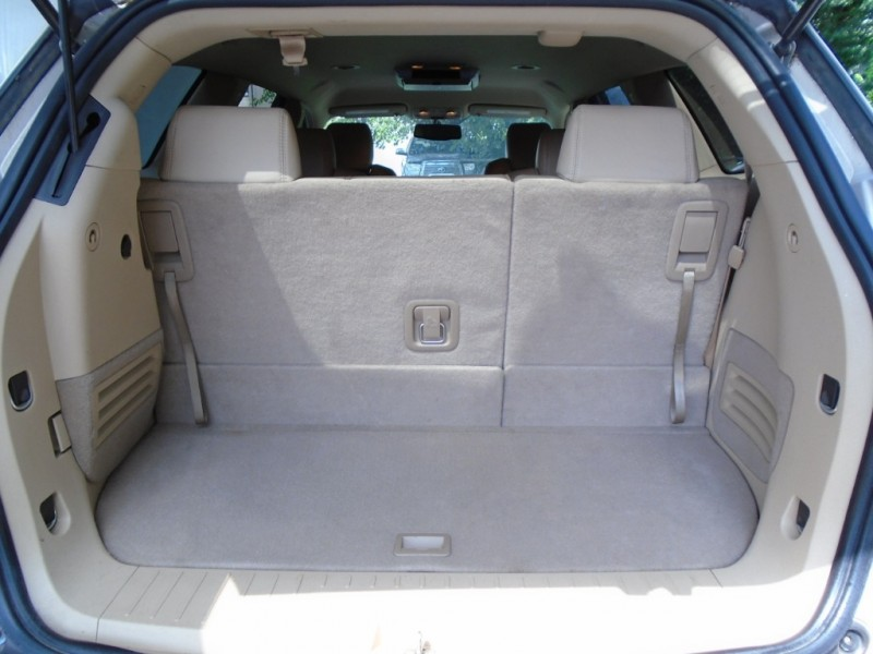 Buick Enclave 2009 price $7,499