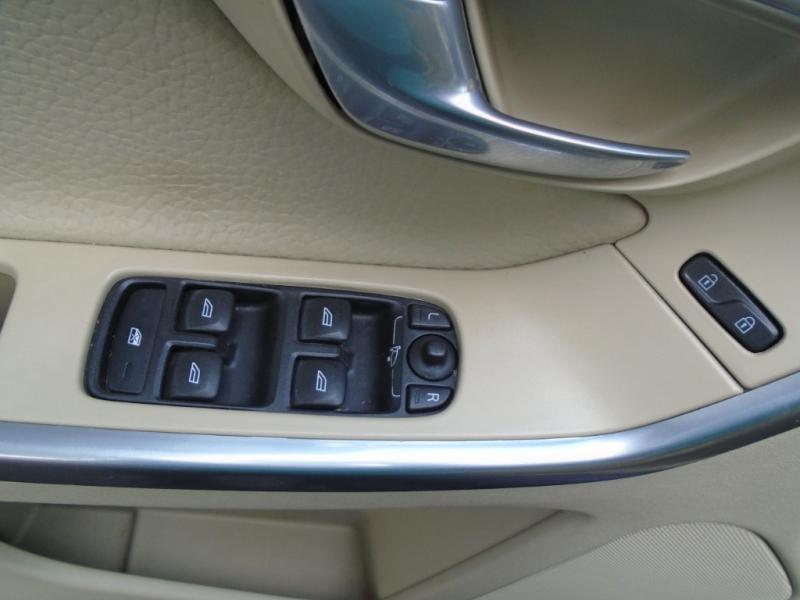 Volvo XC60 2012 price $7,999