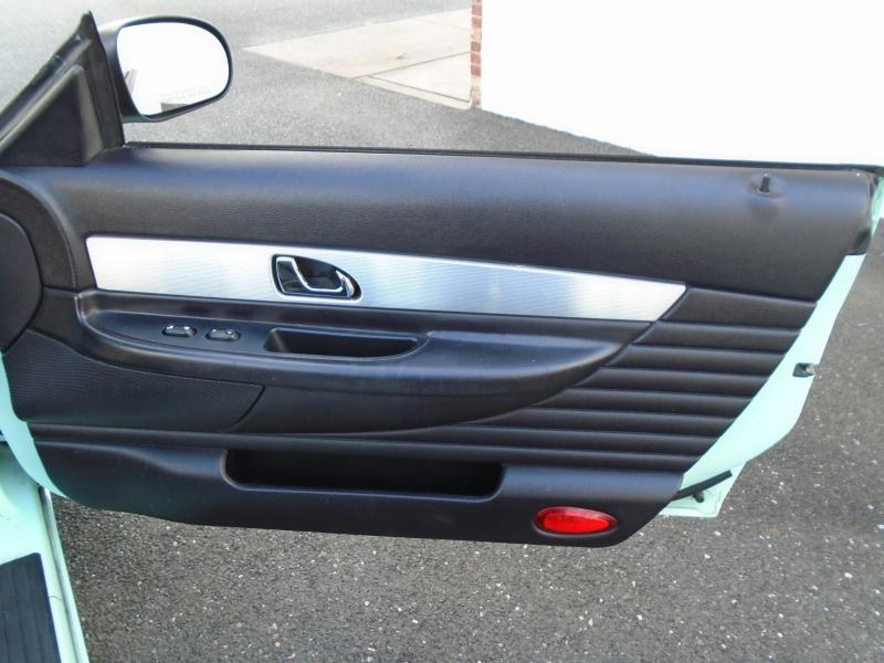 Ford Thunderbird 2004 price $8,999