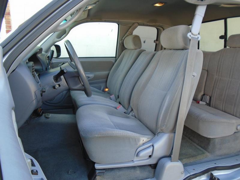 Toyota Tundra 2000 price $4,599