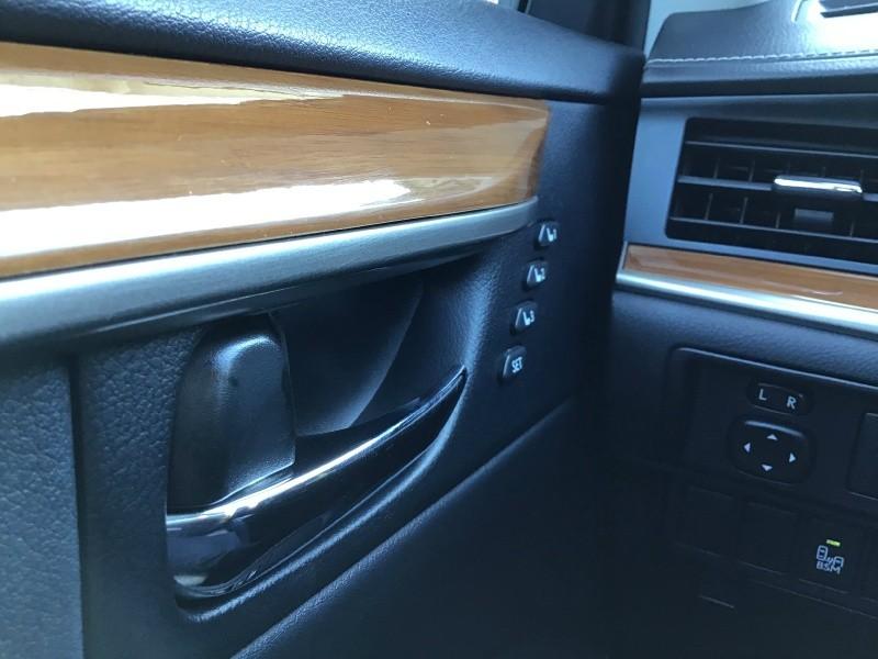 Lexus ES 300h 2013 price $17,340