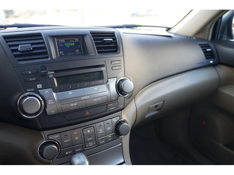 Toyota Highlander 2009 price $9,990