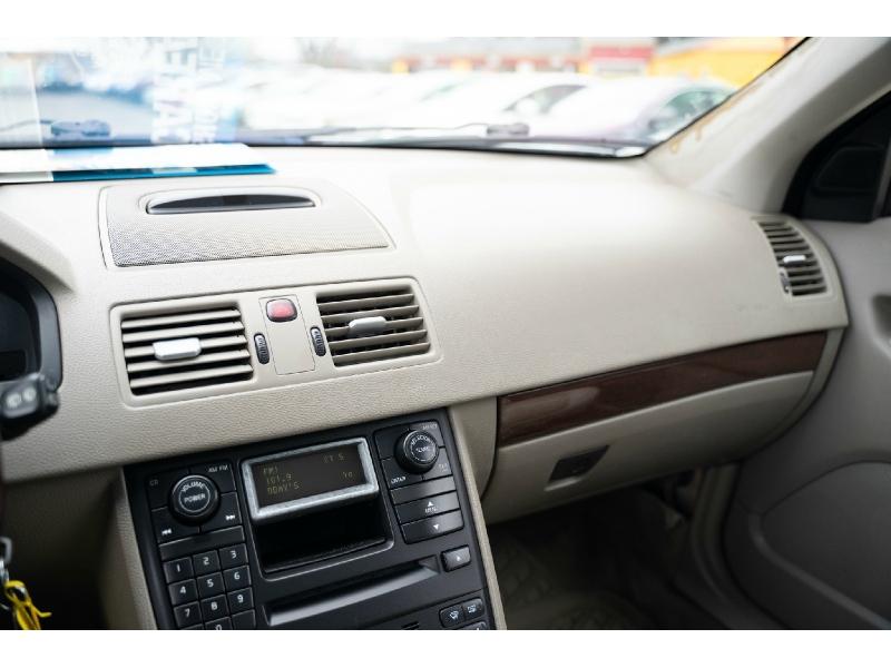 Volvo XC 90 2004 price $3,990