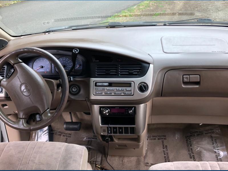 Toyota Sienna 2001 price $2,995