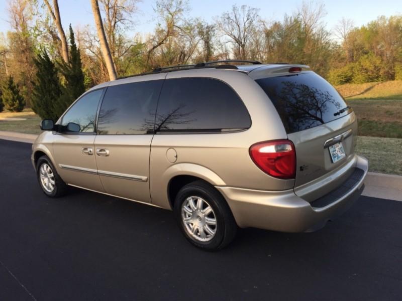 Chrysler Town & Country LWB 2006 price $3,499