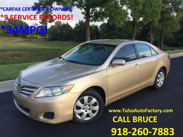 2010 toyota camry le sedan gold carfax certified low miles just 113k miles gas saver 33mpg. Black Bedroom Furniture Sets. Home Design Ideas