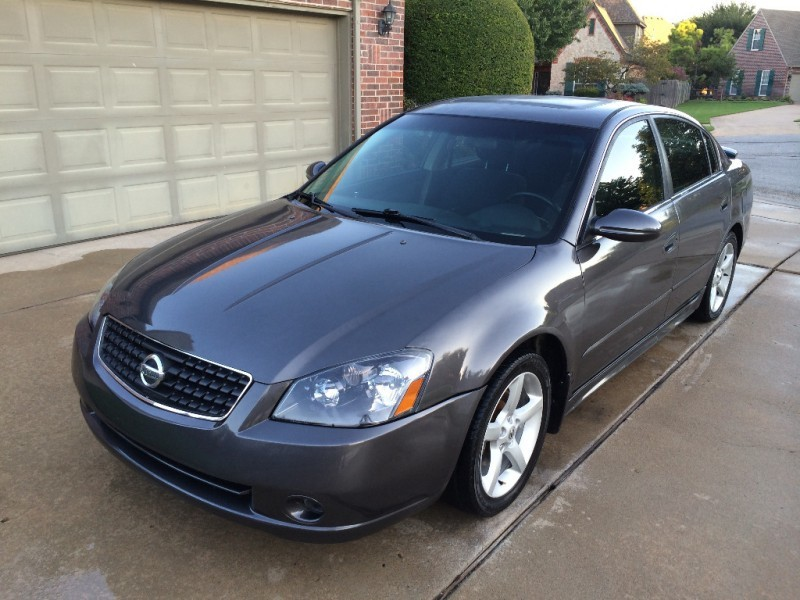 Nissan Altima 2005 price $3,999