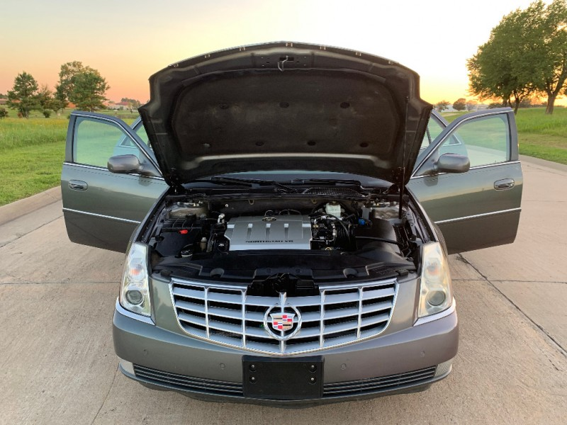 Cadillac DTS 2008 price $5,499