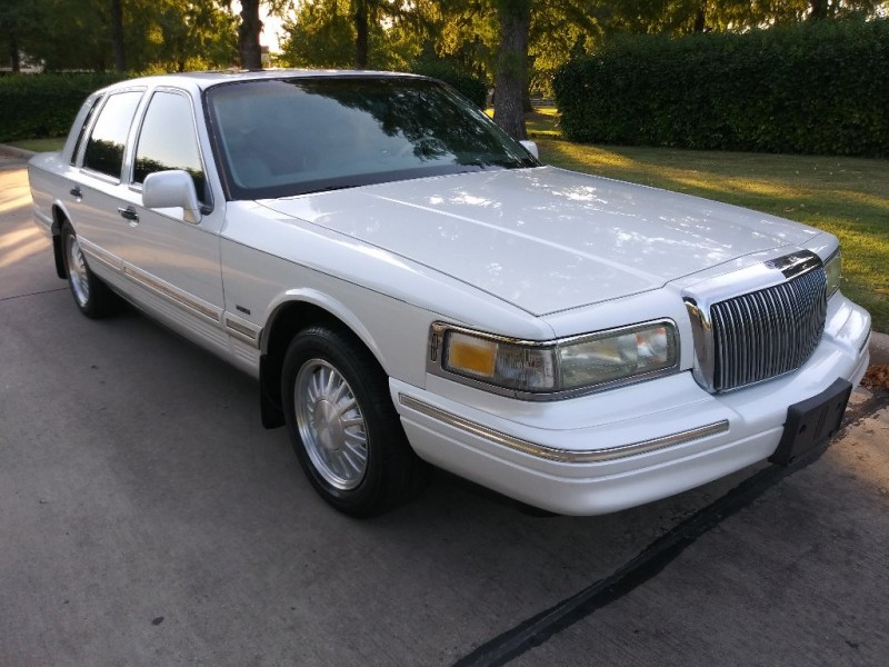 Lincoln Town Car 1996 price $3,999
