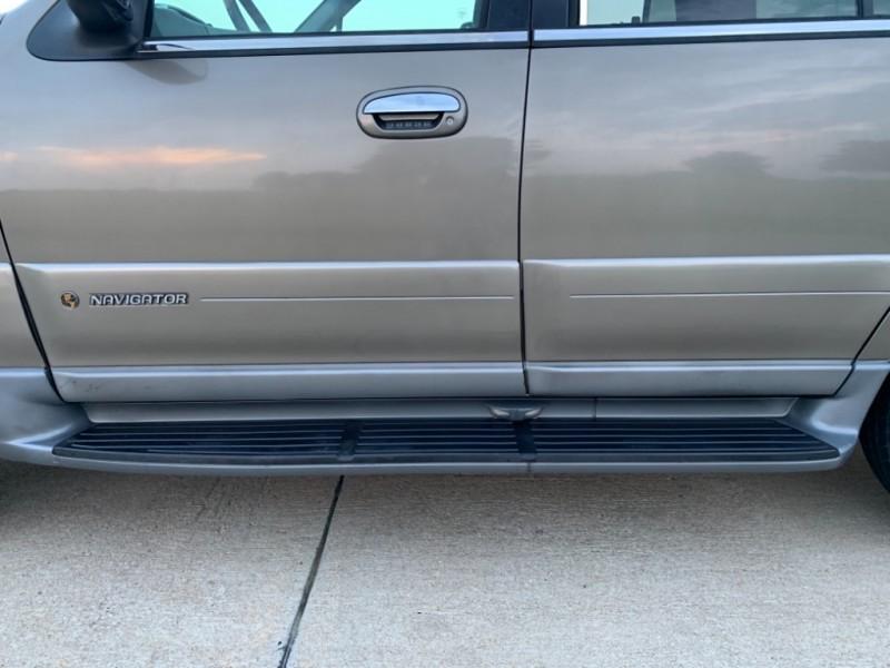 Lincoln Navigator 2001 price $4,999