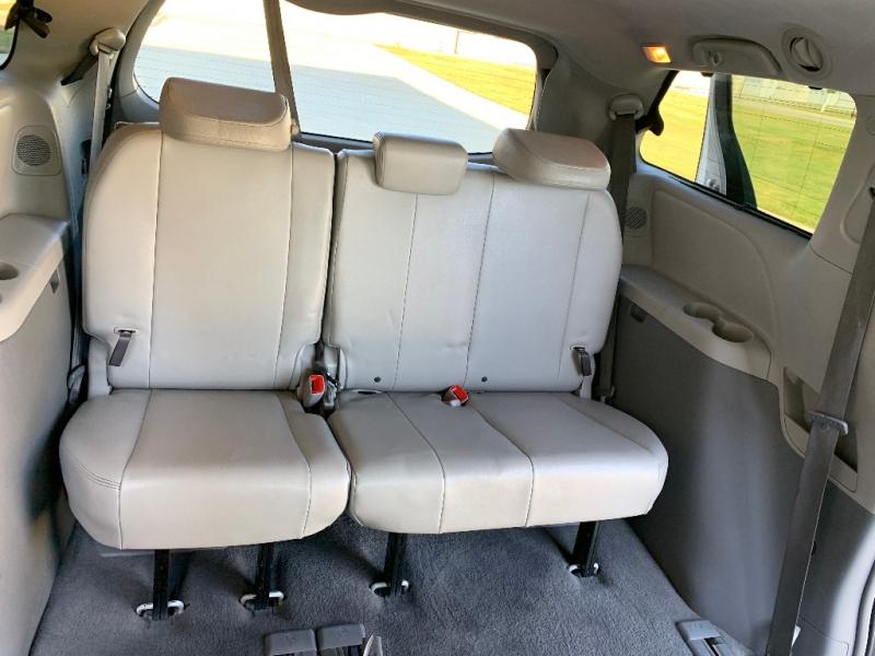 Toyota Sienna 2011 price $11,999