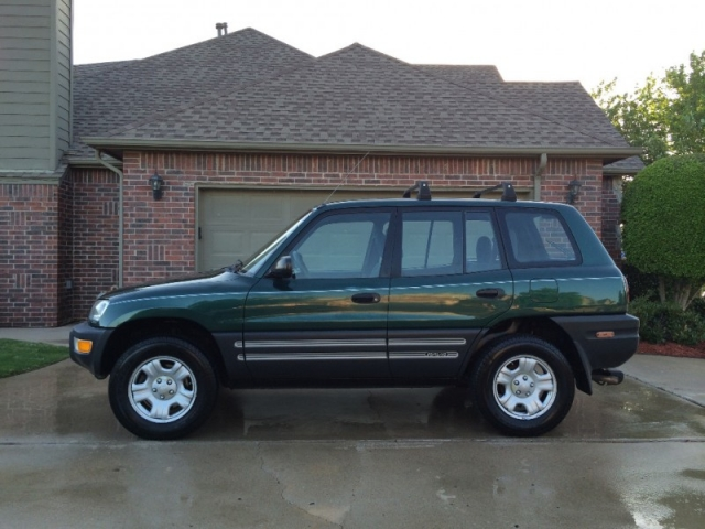 toyota rav suv awd green carfax certified super clean super sharp fuel efficient