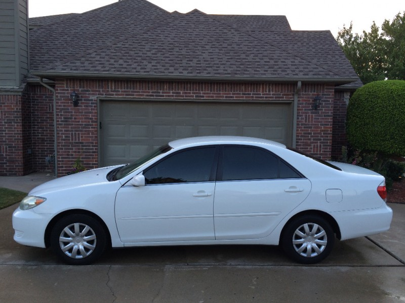 White Toyota Camry >> 2005 Toyota Camry Le Sedan White Carfax Certified 2 Owners Gas