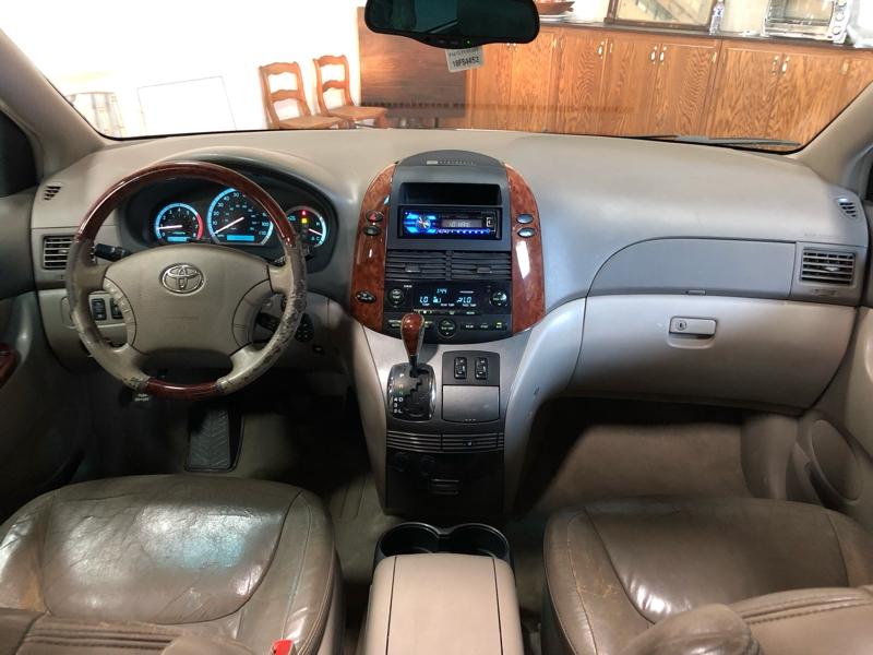 Toyota Sienna 2004 price $5,990