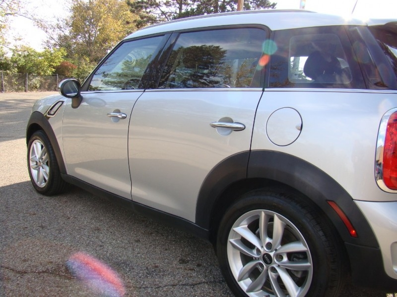 Mini Cooper Countryman 2014 price $9,973