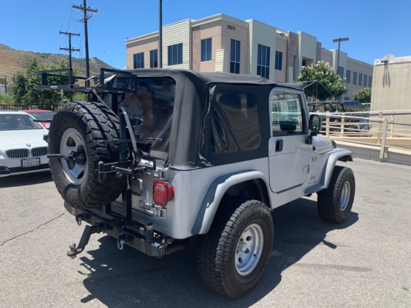 Jeep Wrangler 2004 price $9,995