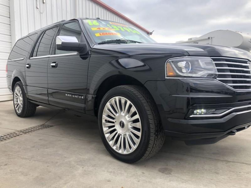 Lincoln Navigator 2016 price $35,950
