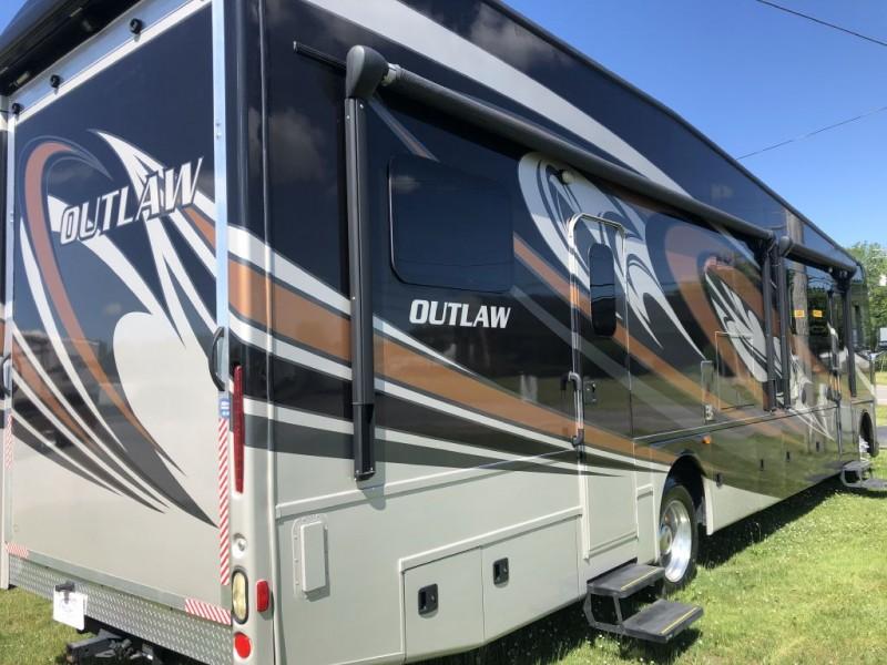 - OUTLAW 37BG 2017 price $109,750