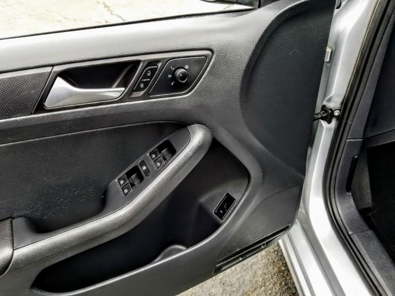Volkswagen Jetta Sedan 2015 price $8,988