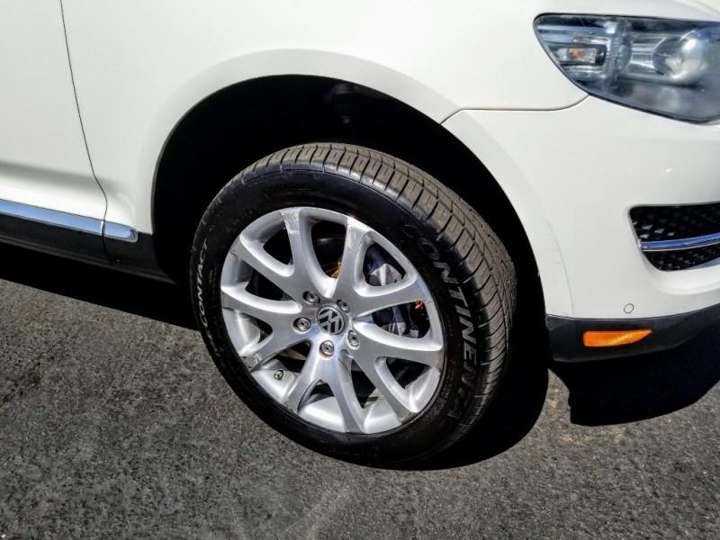 Volkswagen Touareg 2010 price $8,988