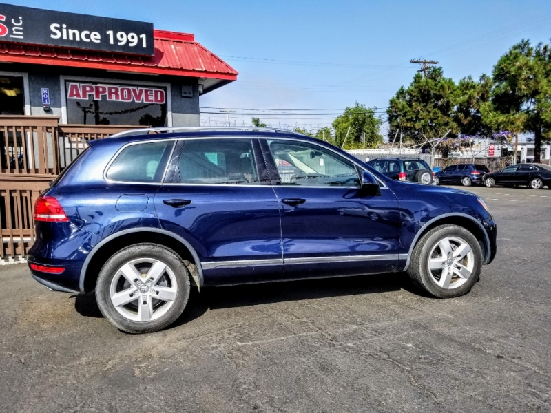 Volkswagen Touareg 2012 price $15,988