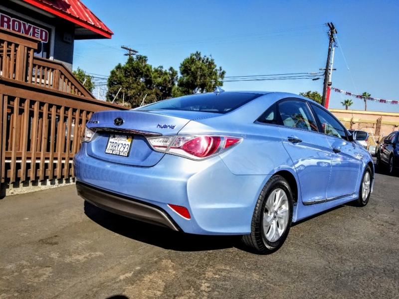 Hyundai Sonata Hybrid 2013 price $9,488