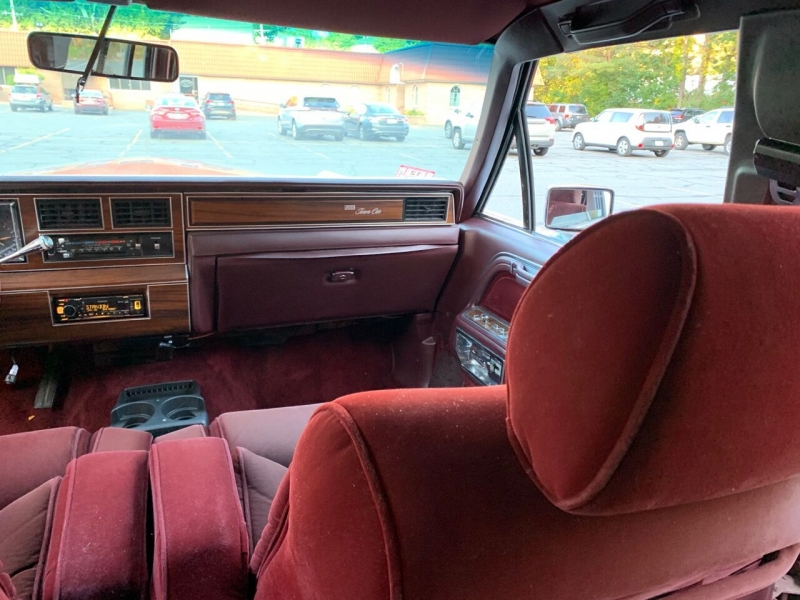 Lincoln Town Car 1988 price $6,800