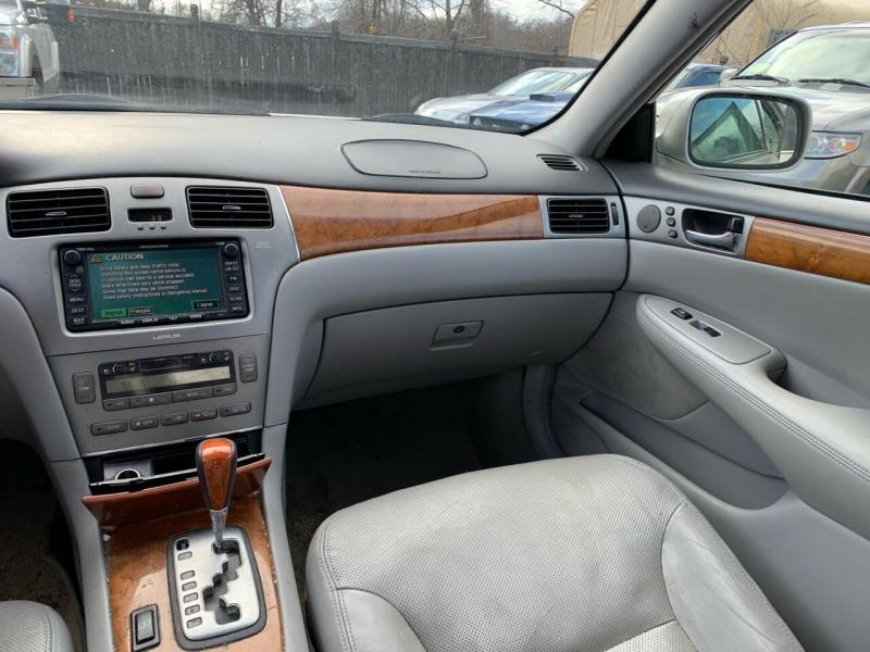 Lexus ES 330 2005 price $3,700