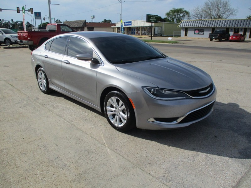 Chrysler 200 2015 price $10,990