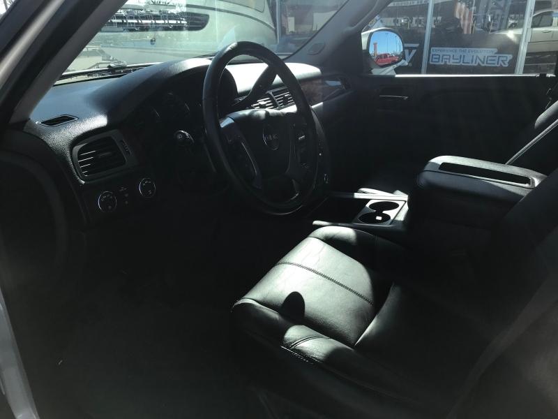 GMC Yukon XL 2013 price $16,490