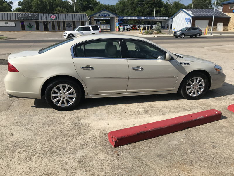 Buick Lucerne 2011 price 1800.00 DOWN