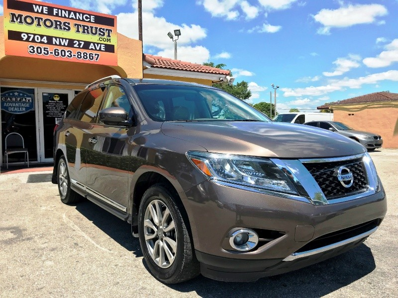Nissan Pathfinder 2015 price $10,900