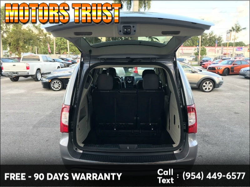 Chrysler Town & Country 2014 price $8,799