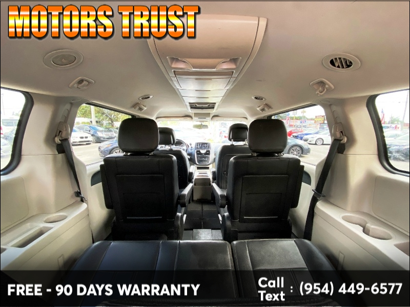 Chrysler Town & Country 2013 price $8,199