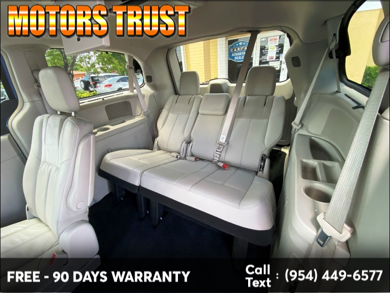 Chrysler Town & Country 2011 price $6,999
