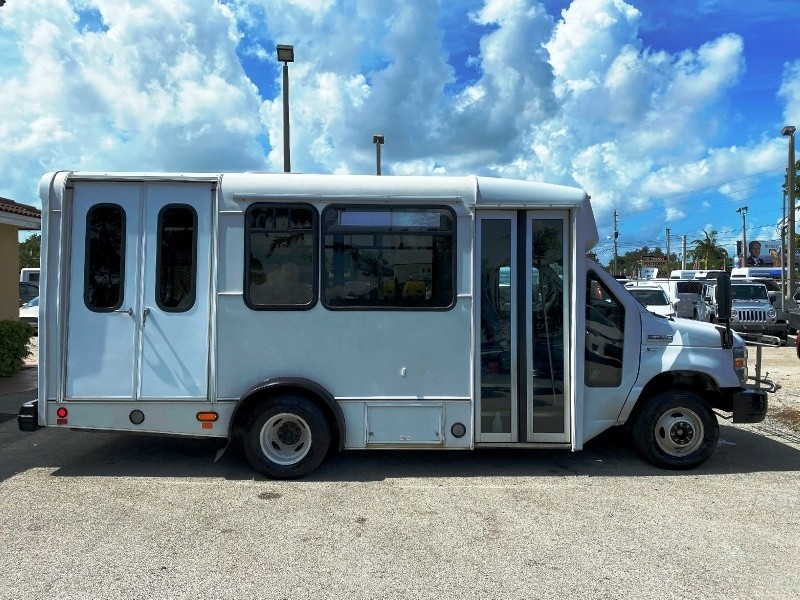 Ford Econoline Commercial Cutaway 2016 price $10,499