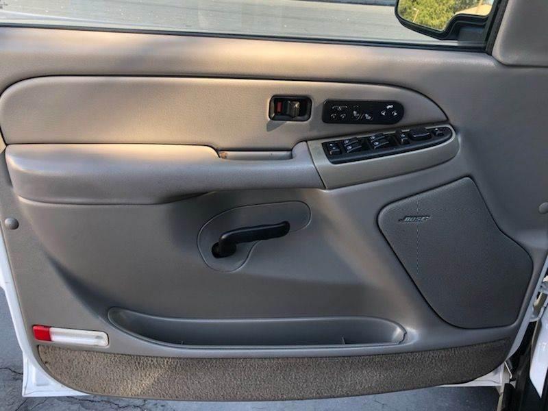 Chevrolet Suburban 2004 price $5,750