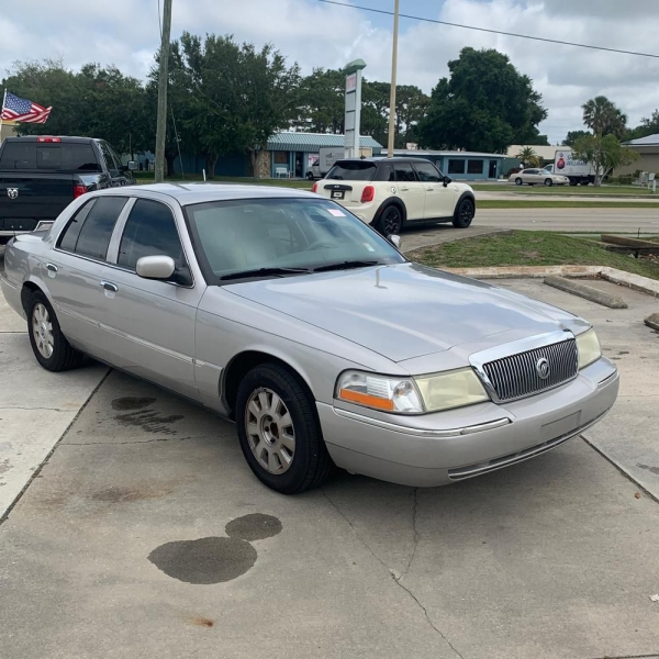 MERCURY GRAND MARQUIS 2004 price $2,700