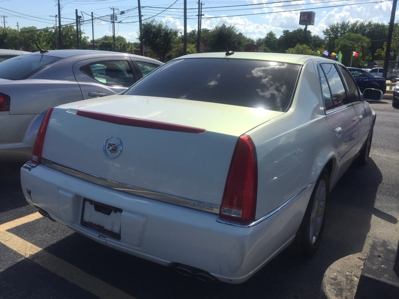 Cadillac DTS 2006 price $5,995 Cash