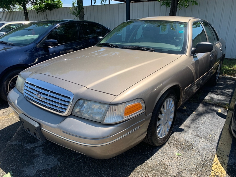 Ford Crown Victoria 2004 price $2,500