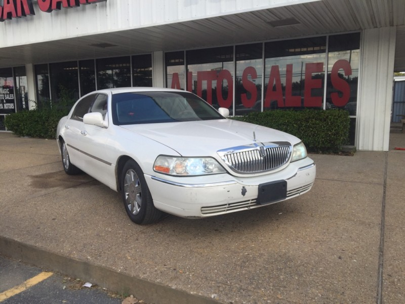 Lincoln Town Car 2005 price $5,995