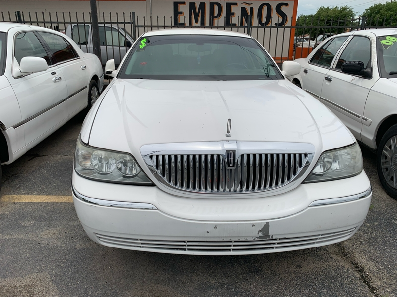 Lincoln Town Car 2005 price $4,400