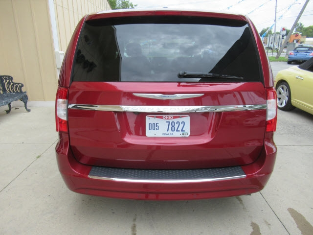 Chrysler Town & Country 2015 price $20,900