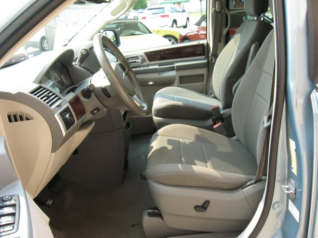 Chrysler Town & Country 2010 price $9,900
