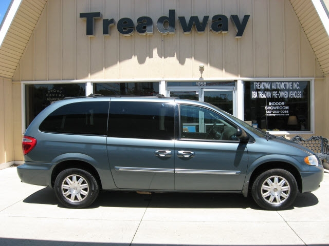Chrysler Town & Country 2006 price $7,995