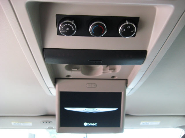 Chrysler Town & Country 2013 price $12,900