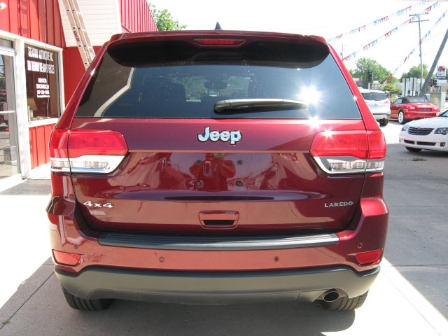 Jeep Grand Cherokee 2017 price $28,900