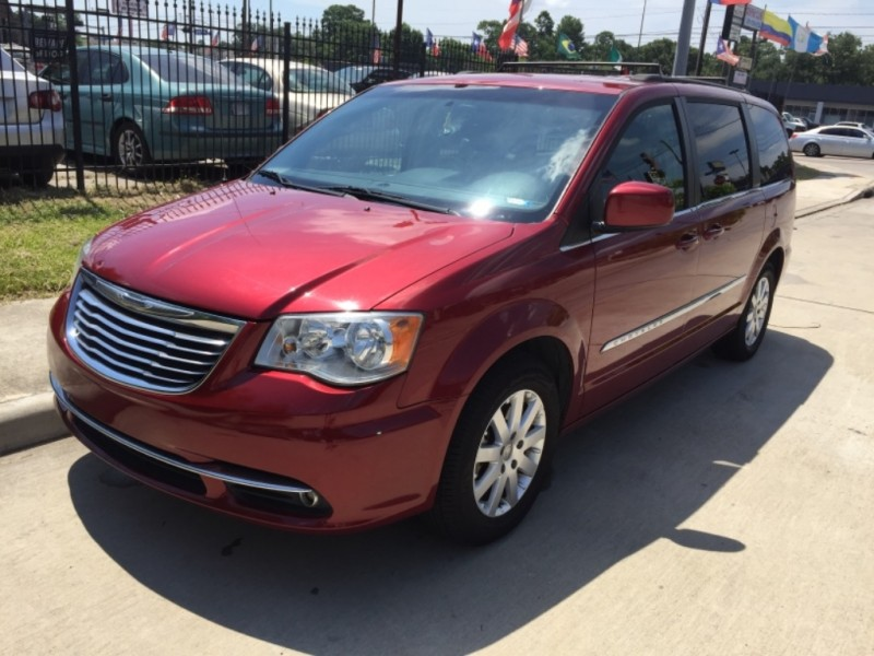 Chrysler Town & Country 2015 price $6,990