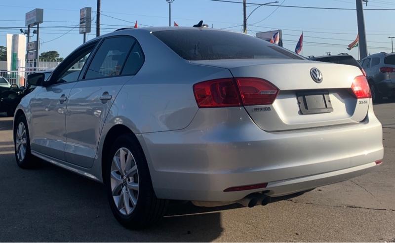 Volkswagen Jetta Sedan 2011 price $5,550