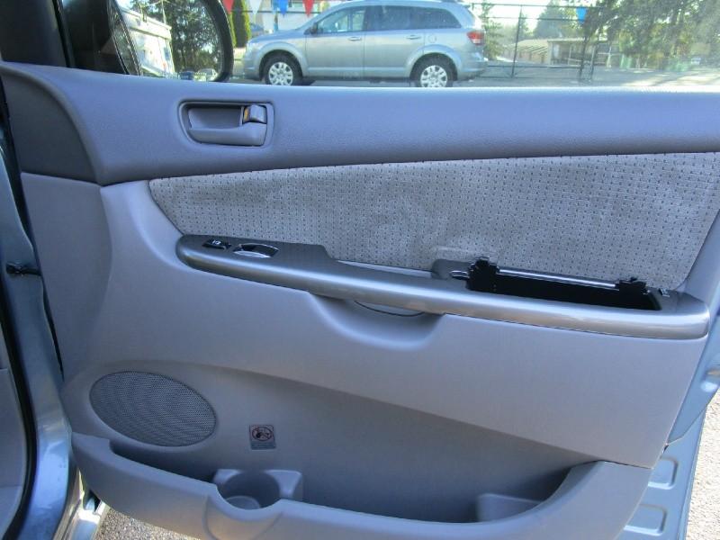 Toyota Sienna 2008 price $5,485